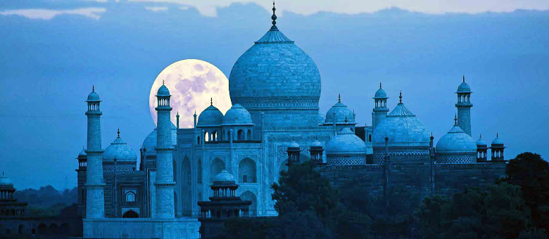 Viewing Taj Mahal on Full Moon Night