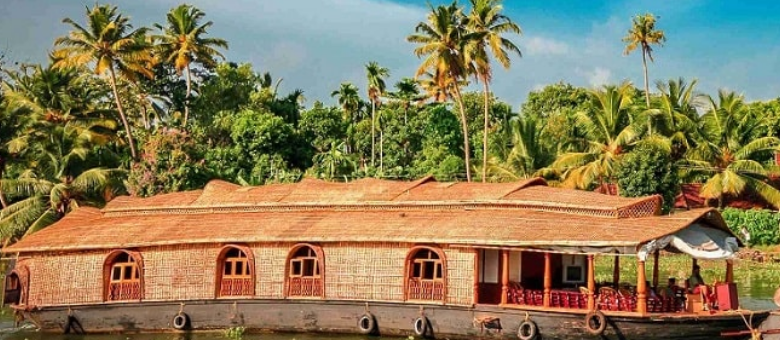 Top 5 Houseboat Destinations in India